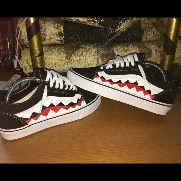 71b83a697c7e13 Shark Tooth Vans